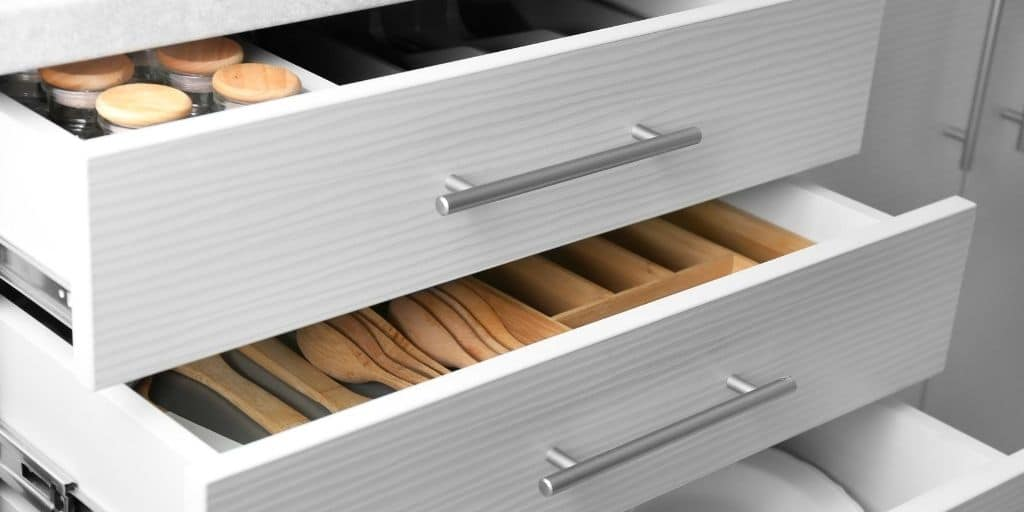 organized kitchen drawers. sort, purge, and learn how to be organize